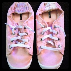 Shoes - Baby Pink Memory Foam Sneakers 🌸 Size 6